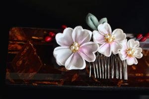 Kanzashi. Cherry Blossom Comb with Red and Gold by hanatsukuri
