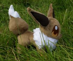 #133 Eevee by FeatherStitched