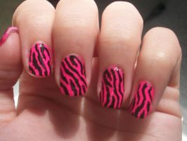 zebra nails by Bretagne-Revenge