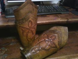 Leather Bracers by bltyndal