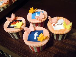 Multimedia Cupcakes by Sliceofcake