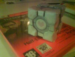 Companion cube papecraft 1 by killero94
