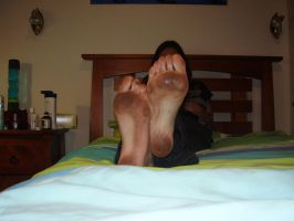Dirty sole 2- On bed by Girl-With-Cat-Claws