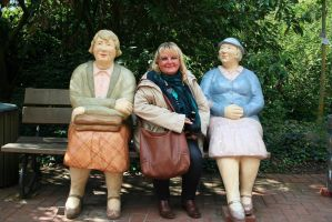 A smile from Ingeline and her aunts by ingeline-art