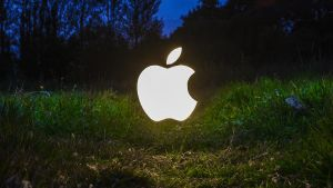 Apple Logo (ReEdit by Peter Waiting) by adamjamescooper