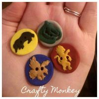 handmade, polymer clay, hogwarts house buttons! by Moehganne