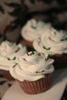 Cupcakes- Christmas by Yuleen75