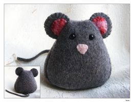 Mouse Plush by Kuvu