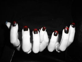 Black And White Nails by InToXiCaTeD--StOcK