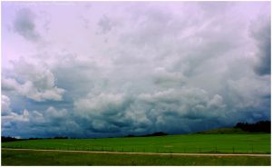 Storm on its Way by Lumimyrskydawn