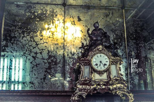 the clock at the mirror by MCRfreak0815