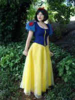 Snow White.. by julialorenzutti