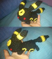 Little umbreon by Ayinai