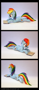 Reading Rainbow Dash 3D Printed Figure by Clawed-Nyasu
