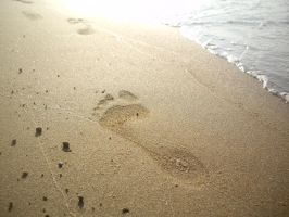 footprint in the sand by HumbleBeez