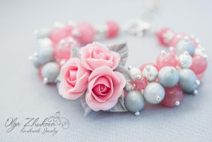 Bracelet of delicate pink roses by polyflowers