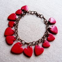 Bracelet with hearts by amalie2