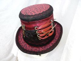 black and red steam punk hat by Serata
