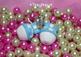 Alice in wonderland earrings by tinkypinky