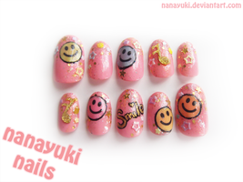 smiley nails by Nanayuki