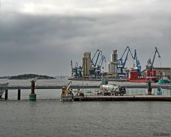Working in Lorient by J222R