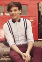 Louis sitting on the stairs with a smile by Namine24