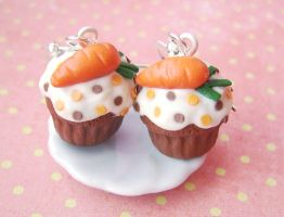 Carrot cupcake earrings by mmagda