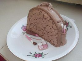 Make up bag cake by pushis33
