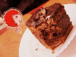 Yunho eats his cake by Lynkness