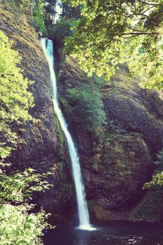 Horsetail Falls by iloveloyers