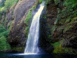 Horsetail Falls by mit19237