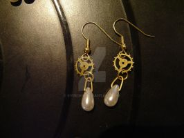 Clockpunk pearl earrings by Sydeian