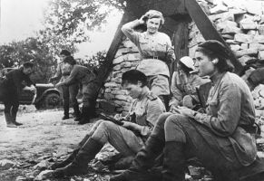 Group - russian female soldiers3 ww2 by UniformFan