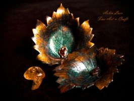 Copper green leaf jewellery holders by Gwillieth
