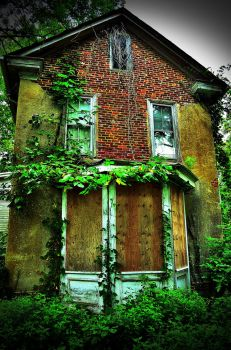 Front Of the Abandoned House by PAlisauskas