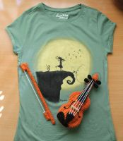 Burtonian T-shirt and Violin Amigurumi by PequeCol