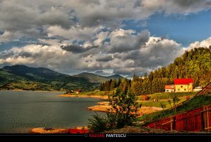 Sunset on Colibita lake by razvanx