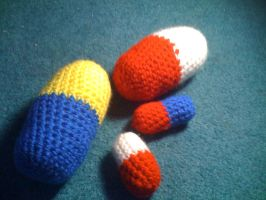 Amigurumi pills by lovechairmanmeow