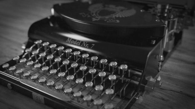 old typewriter by frequenzlos