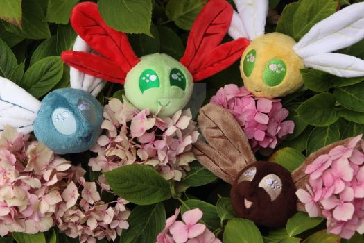 Parasprites in a flowerbed - the cutest swarm by SugarcubeCherry