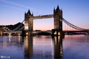 Tower bridge before sunup by narisign