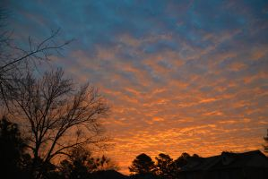 Morning sky 12-28-12 by Tailgun2009