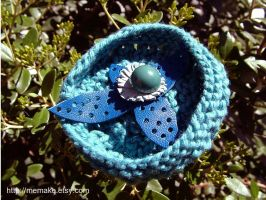 Blue brooch - knit and leather by UKEtsy