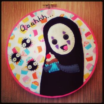 No Face Cupcake Hoop by iggystarpup
