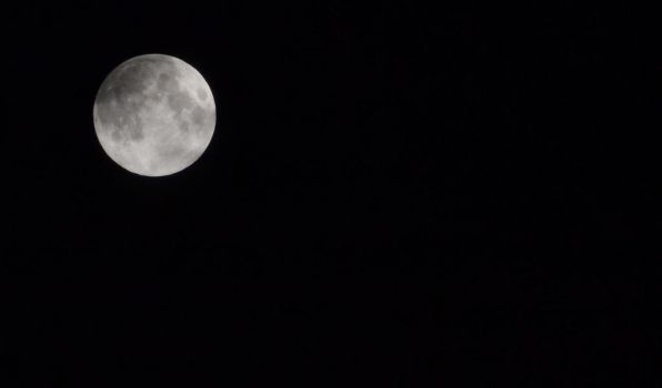 Full Moon on a clear sky by AlecsPS